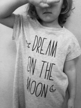 dream-on-the-moon-1